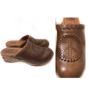 Lucky 7.5 Brown Leather Clog Lila Perforated Peace